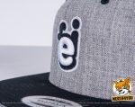 grameliert, schwarze Flexfit Classic Snapback 2-Tone Caps besicken mit 3D und normaler Stickerei in Kombination